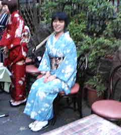 kimonosuwari